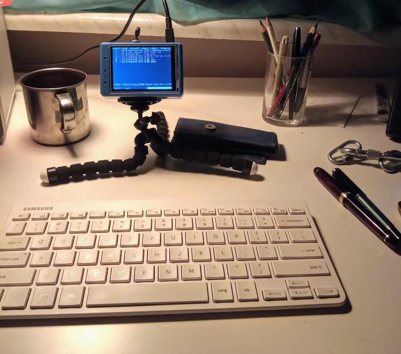 Raspberry na biurku